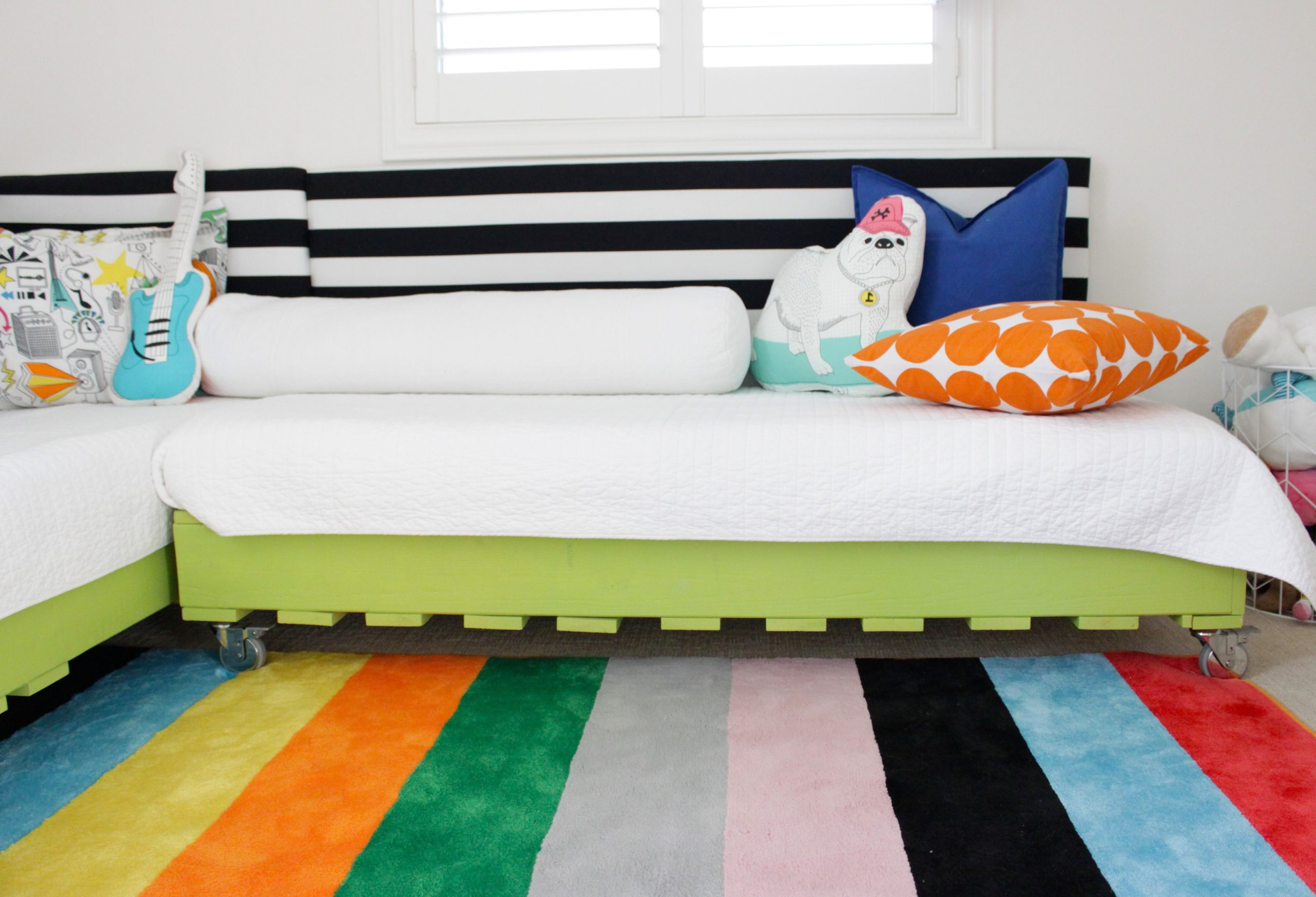 Que faire avec des palettes: cadre de lit DIY.