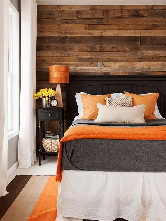 Que faire avec des palettes: mur en bois DIY.