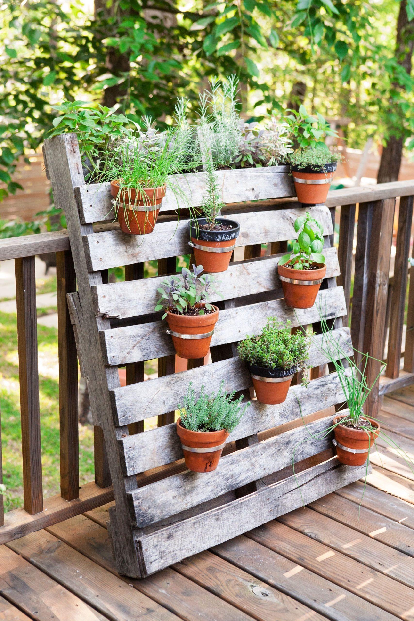 Que faire avec des palettes: jardinière en bois facile à réaliser.