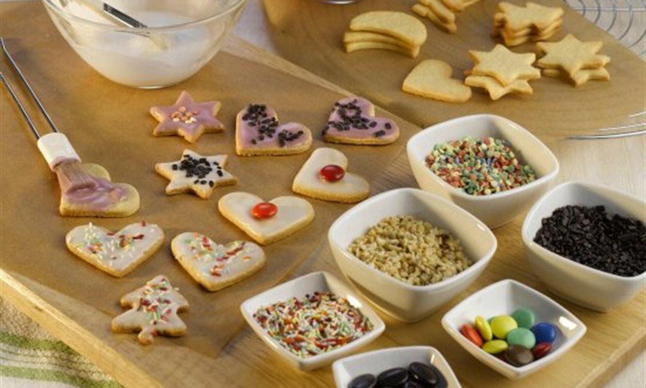 Recettes de biscuits sucrés pour Pâques avec décoration en forme de coeur