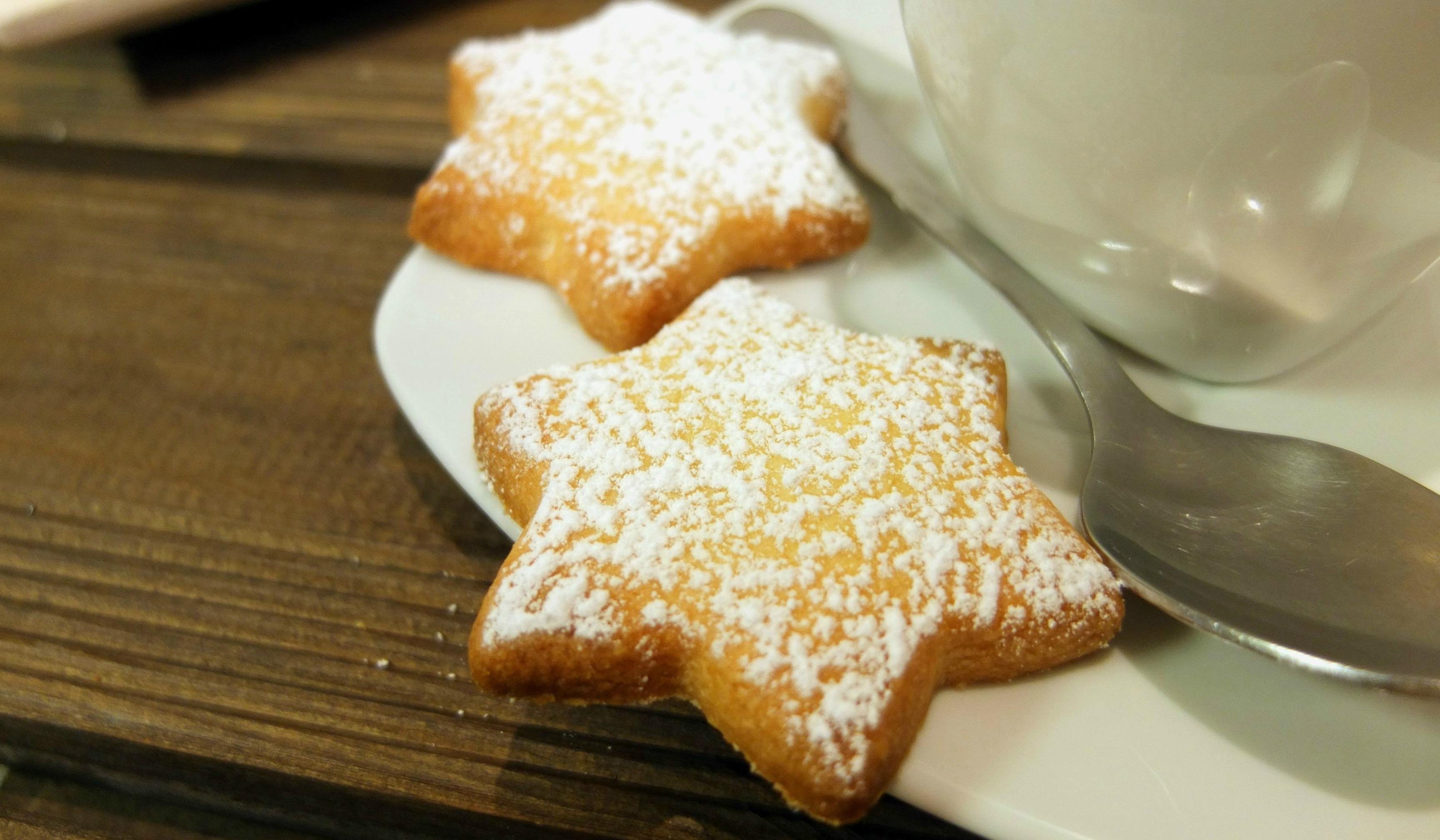 Recettes de biscuit sans gras sous forme d'étoiles pour Pâques