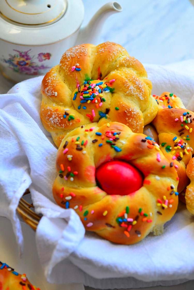Recettes de Pâques: délicieux petits pains sucrés.
