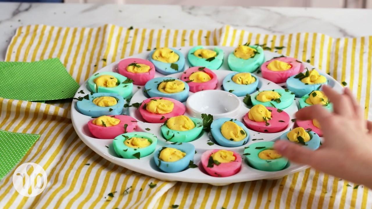 Oeufs farcis multicolores.