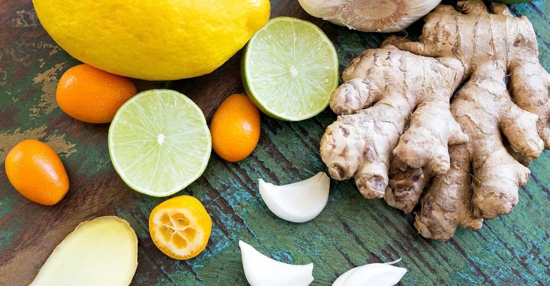 Préparez du thé au gingembre, au citron et au miel.