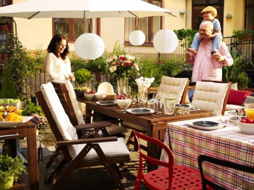 Salon de jardin Ikea - déjeuner en famille