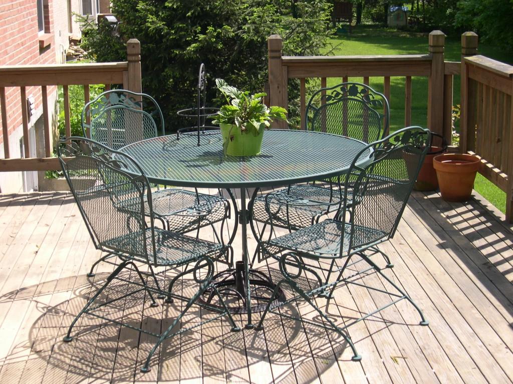 Salon de jardin Ikea - table et chaises en filet