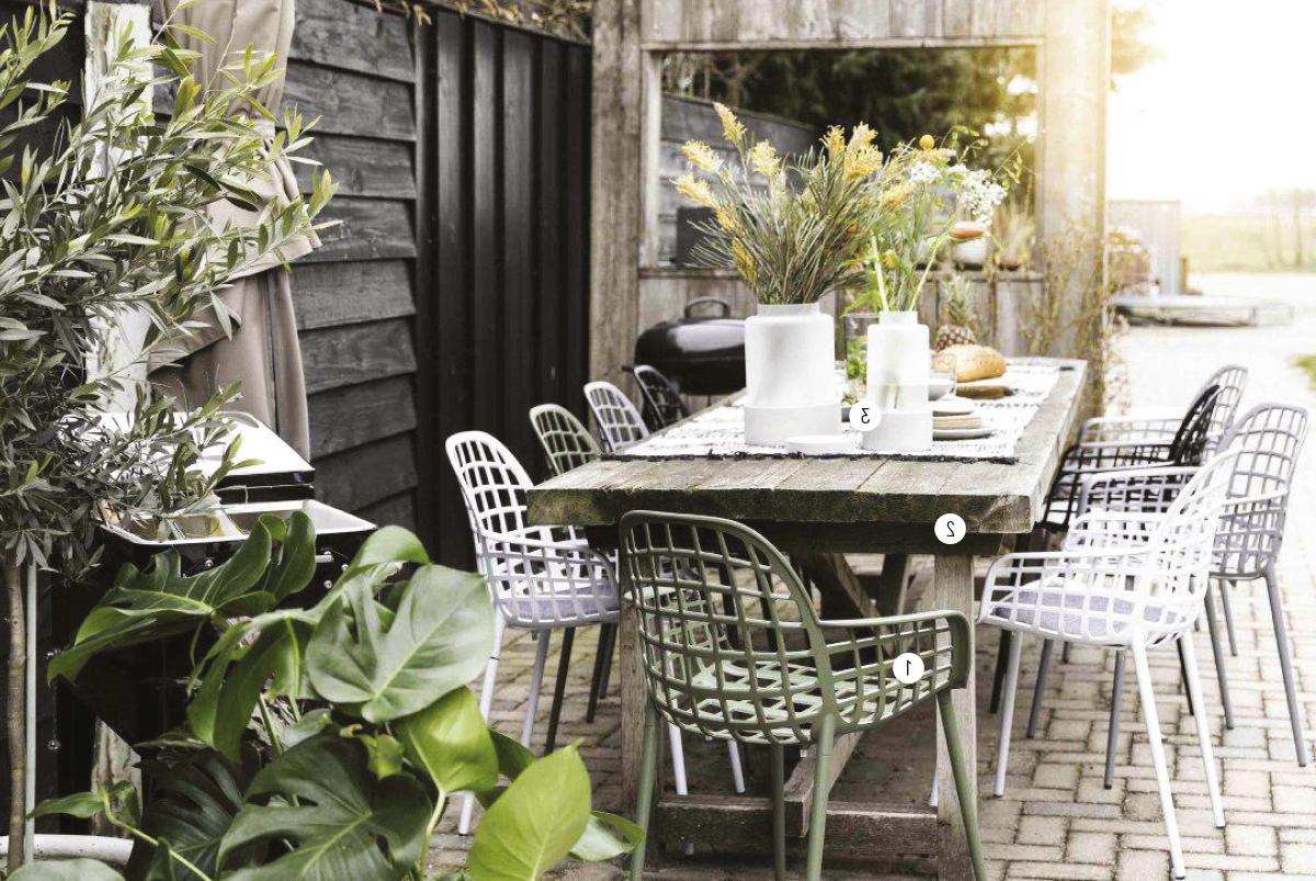 Idée pour un salon de jardin avec des meubles en métal d'Ikea