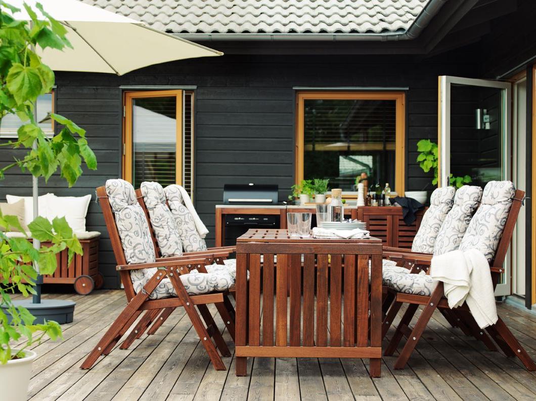 Idée de mobilier moderne pour un jardin avec des meubles pliants d'Ikea