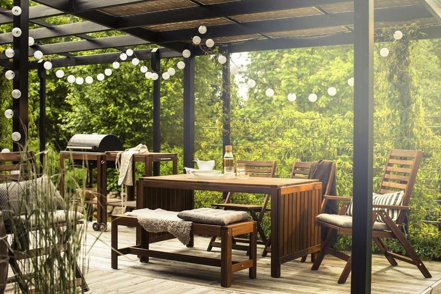 Idée pour une tente en bois pour le jardin avec barbecue et mobilier Ikea