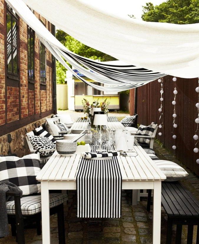 Idée pour une tente de fortune dans un jardin de meubles Ikea