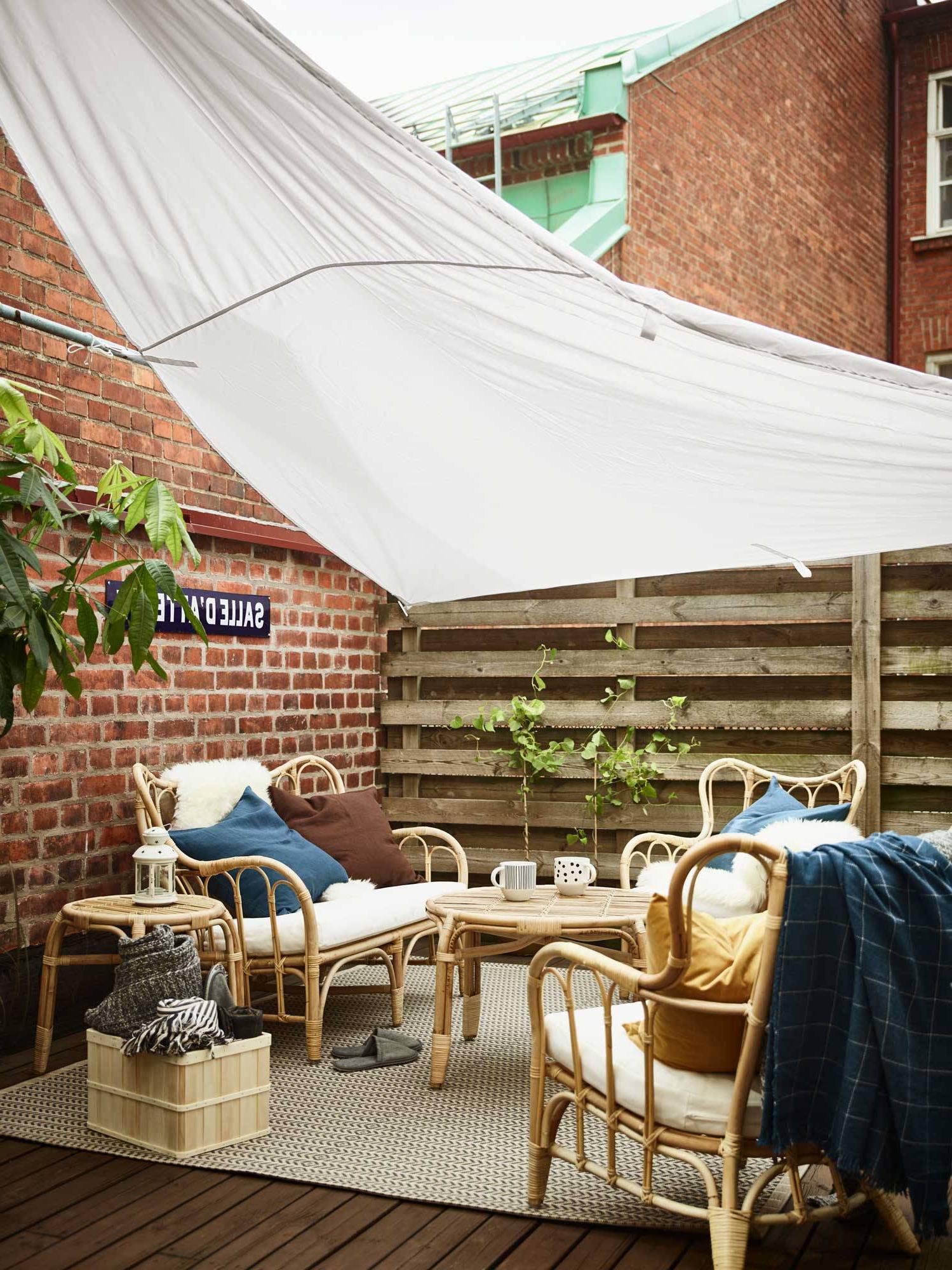 Idée pour une tente sur la terrasse avec des meubles Ikea