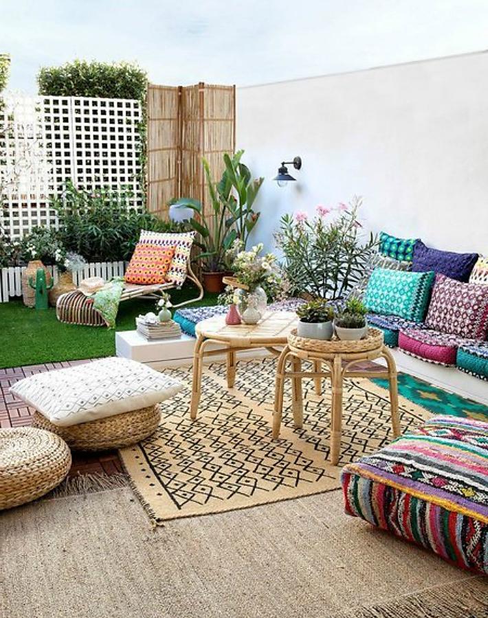 Idée de salon sur une terrasse de style indien avec des meubles Ikea