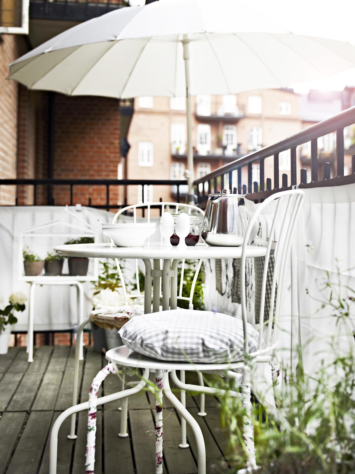Idée pour une petite terrasse avec des meubles Ikea