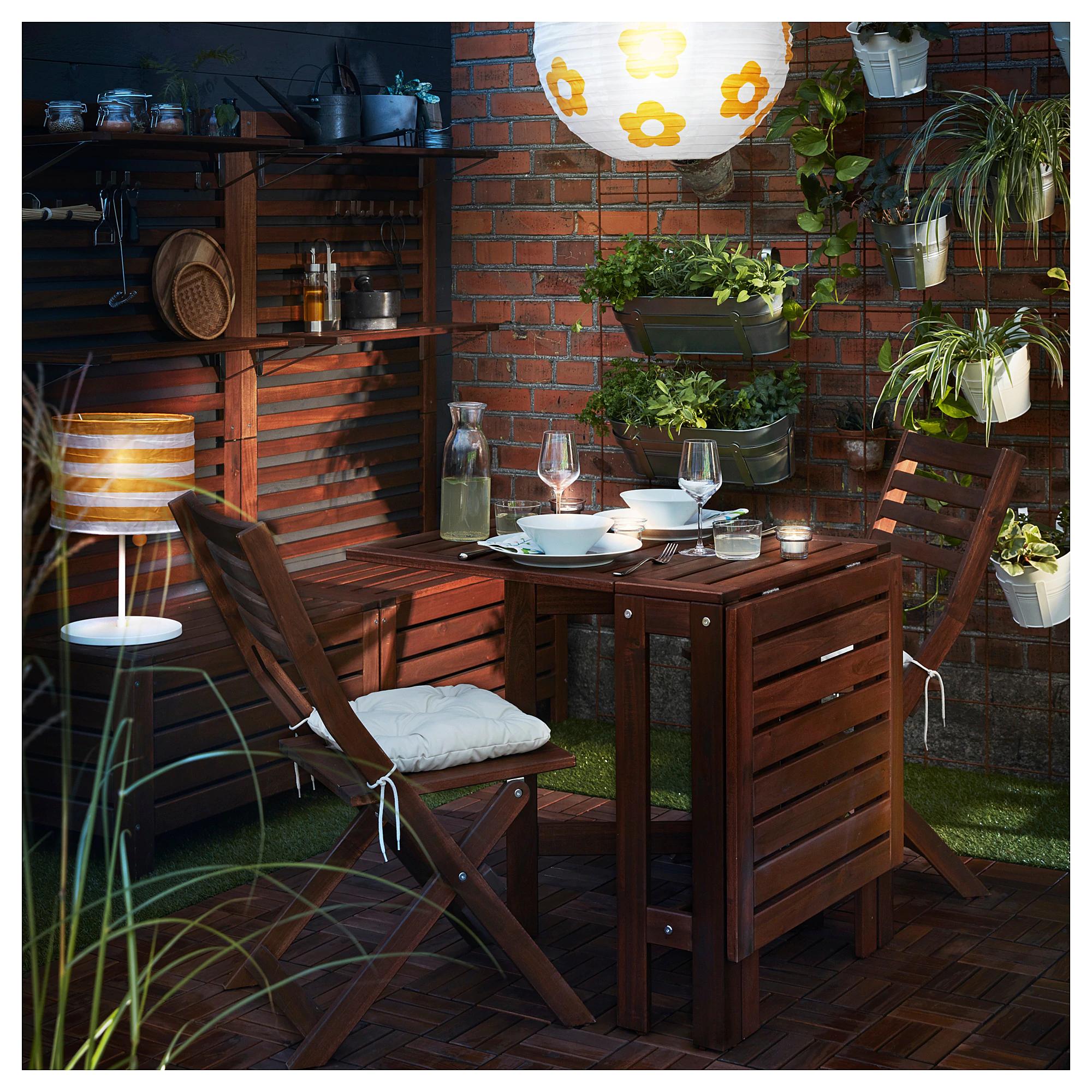 Idée pour un jardin avec des meubles en bois Ikea