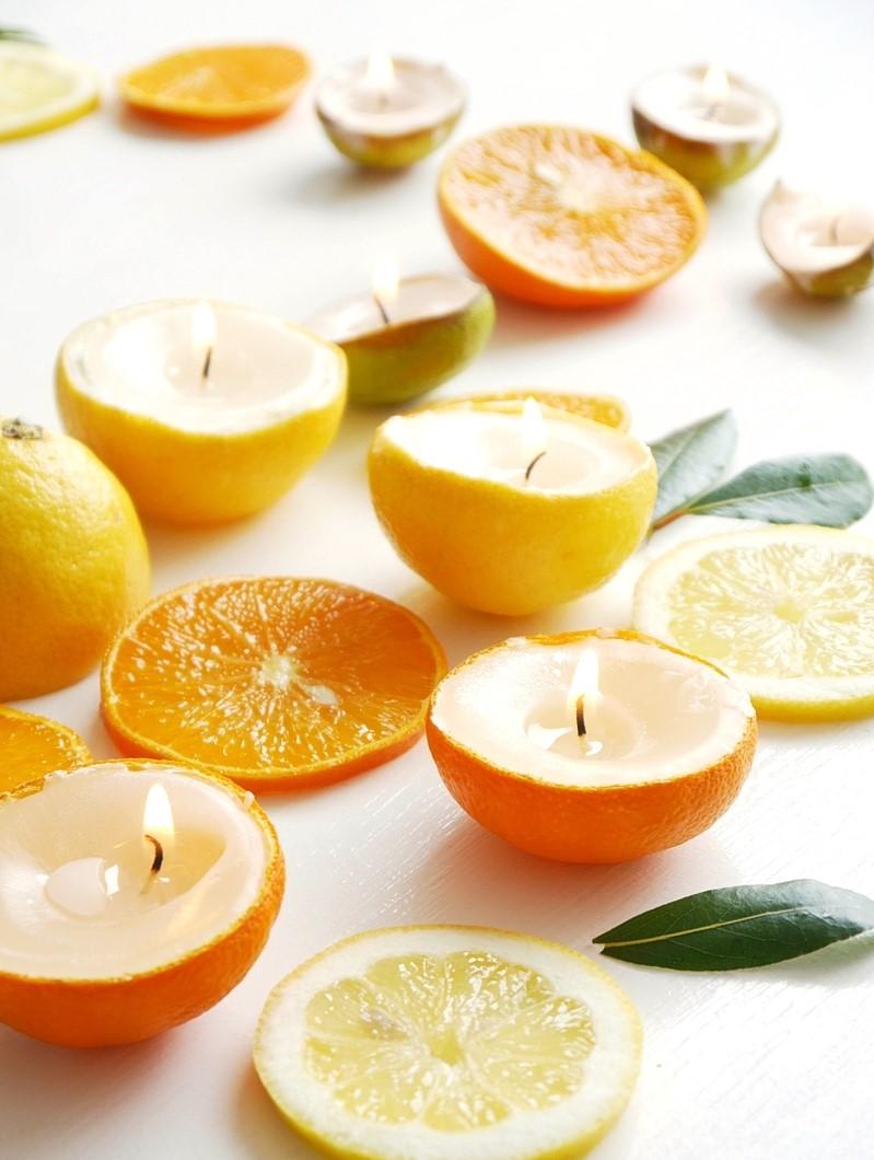 Bougies dans des récipients d'agrumes - l'odeur est tout simplement géniale!