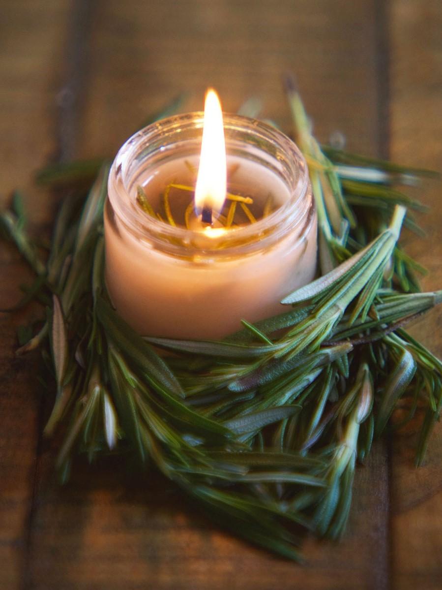 Le scintillement doux de la lumière des bougies crée une atmosphère relaxante et ajoute une sensation de chaleur.
