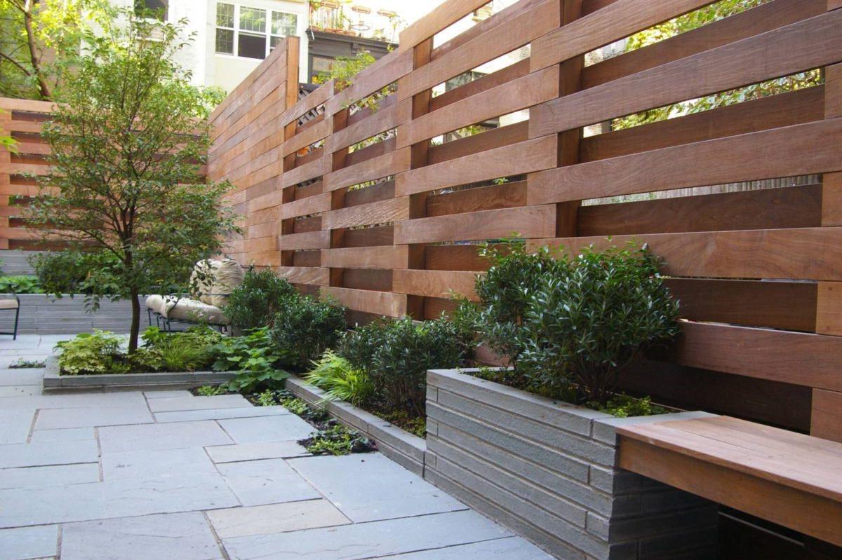 Brise vue en bois au design moderne.