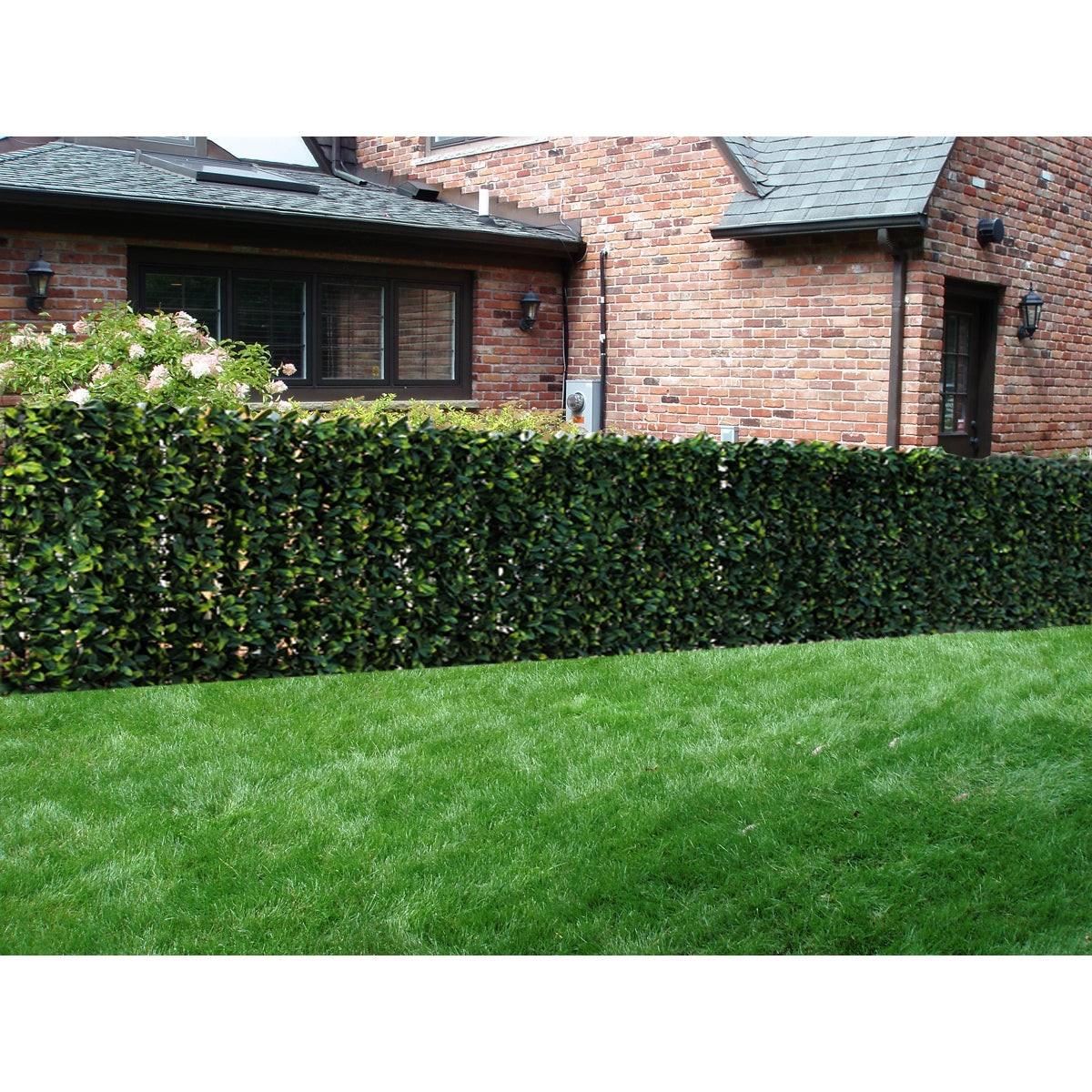 Haie artificielle comme clôture pour votre jardin.