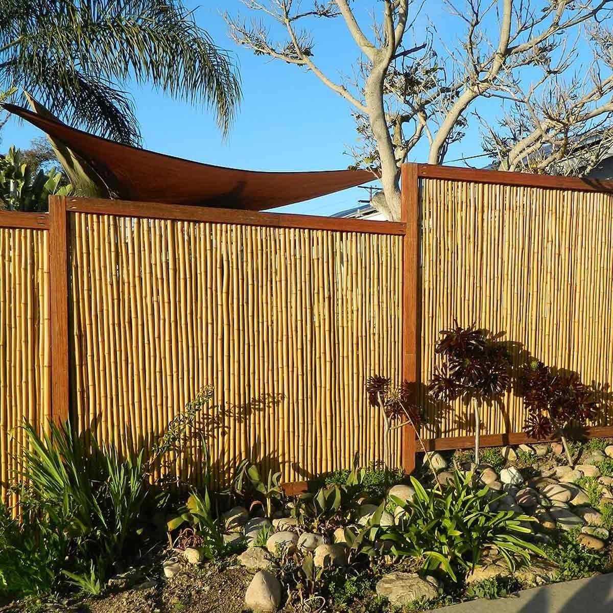 Clôture en bambou pour votre jardin.
