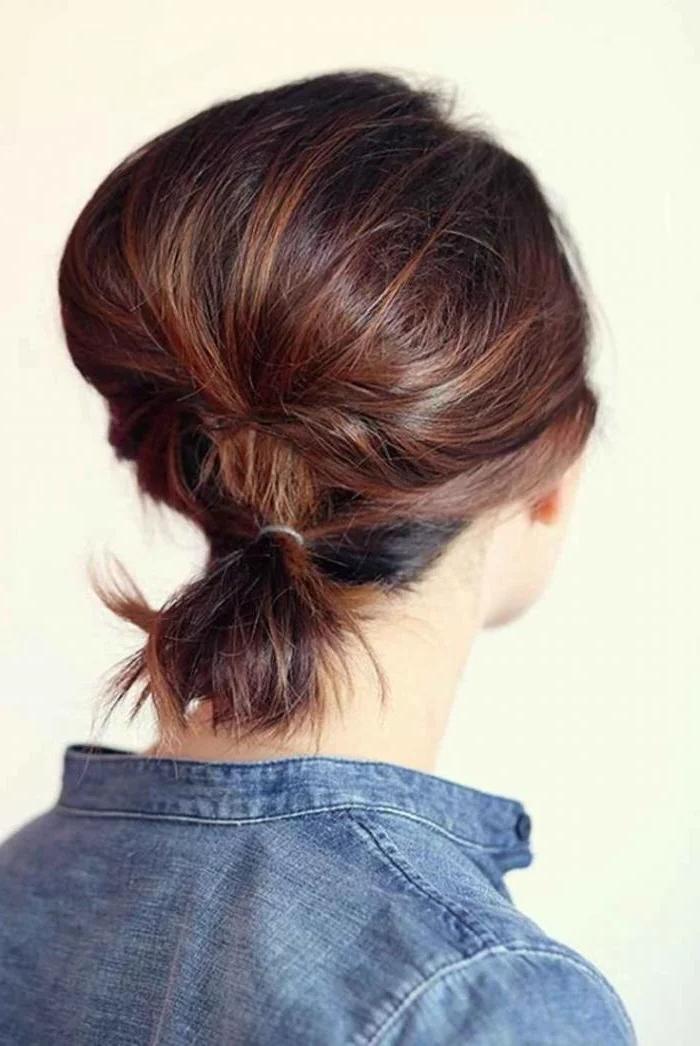 Coiffure attachée pour cheveux courts
