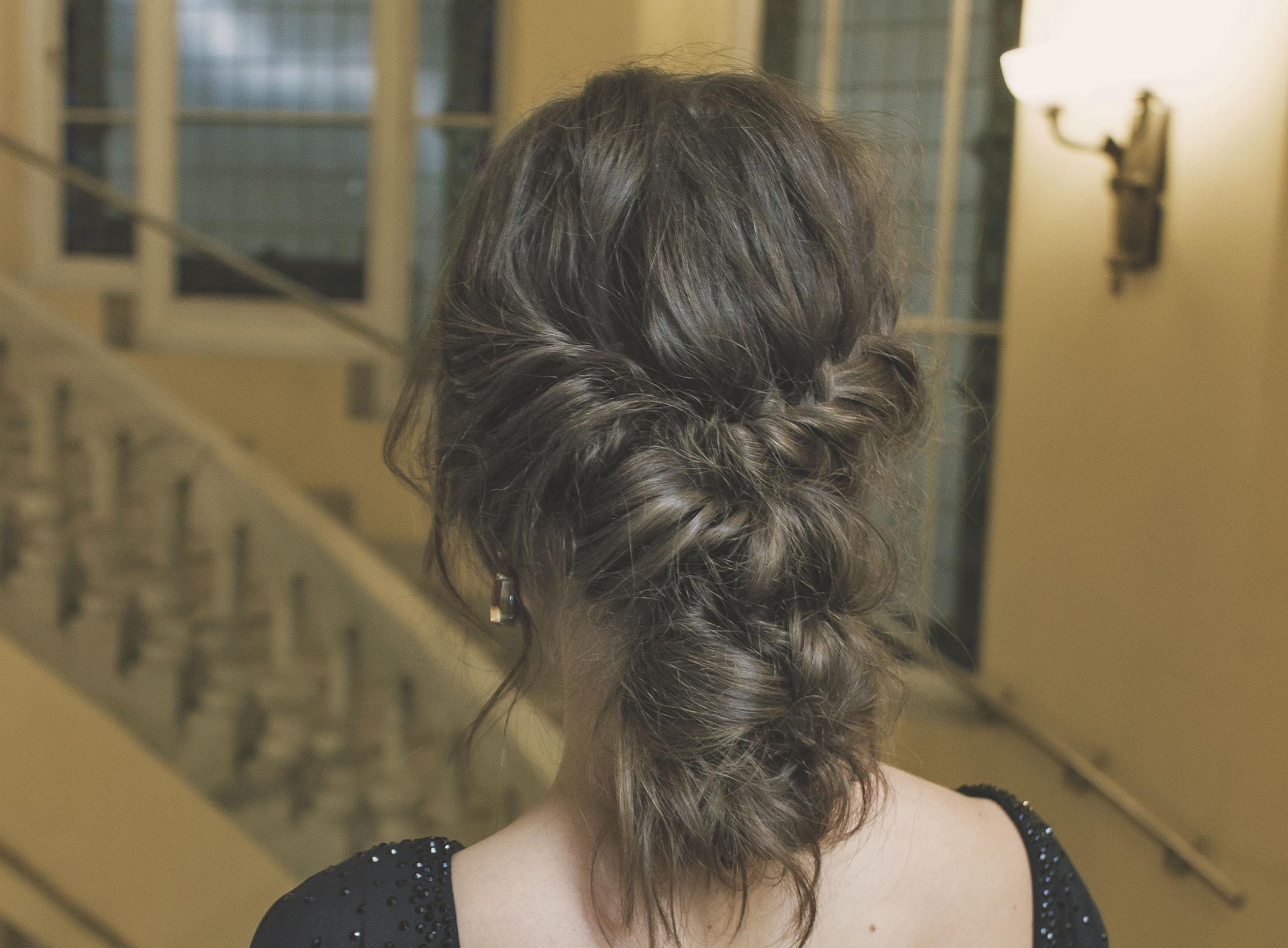 Belle coiffure pour cheveux longs et épais