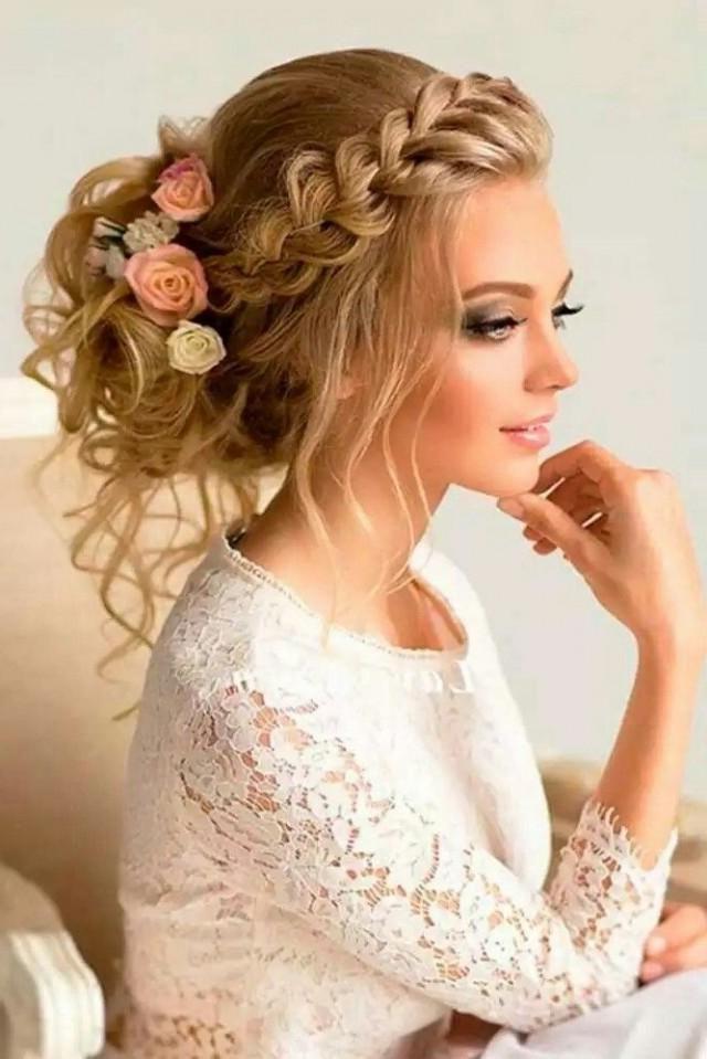 Coiffure attachée - le choix parfait pour le jour de votre mariage