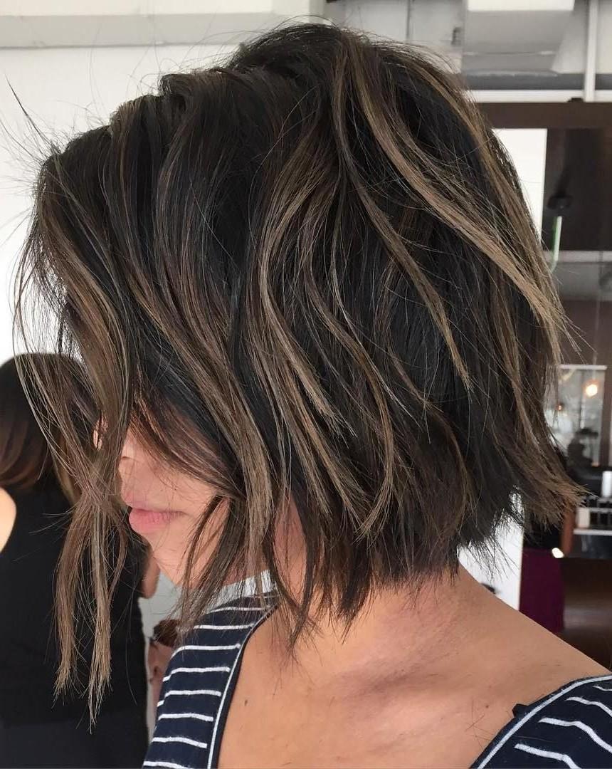 Optez pour des mèches délicates sur les couches de vos cheveux.