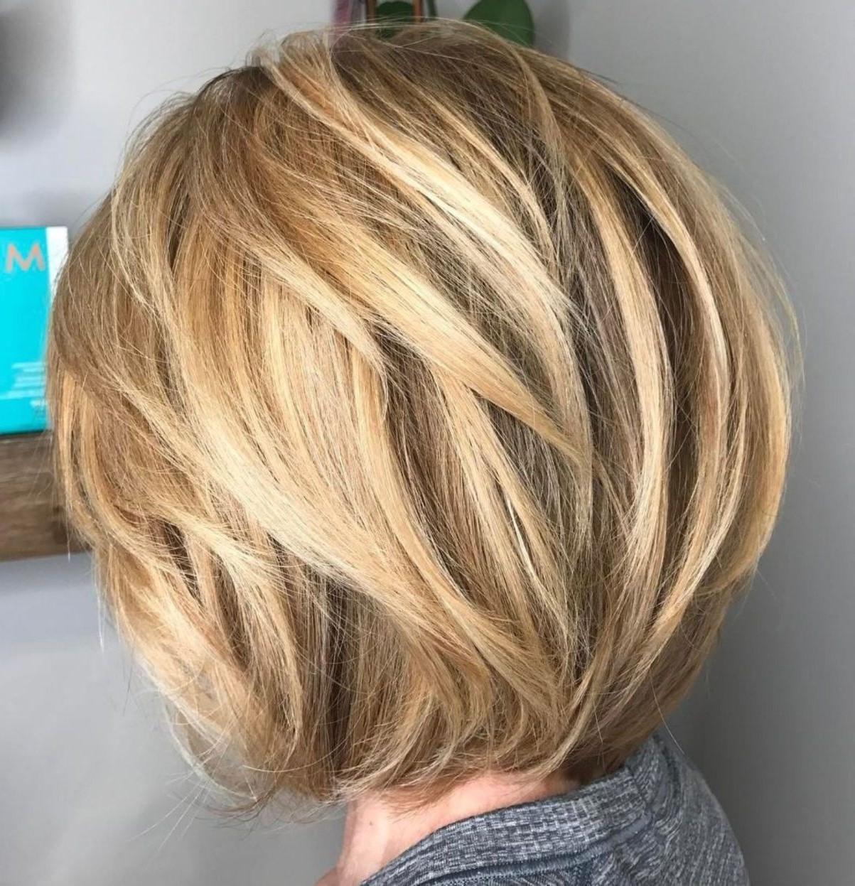 Si vous choisissez également de changer la couleur de vos cheveux, veuillez choisir les bons produits pour vos mèches.