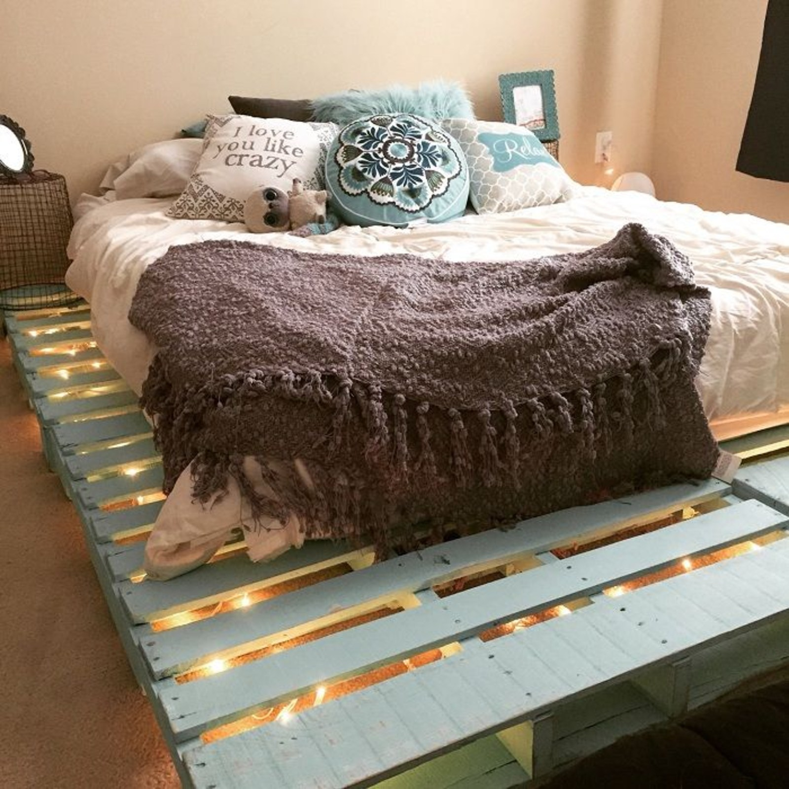 Cadre de lit en palettes DIY.