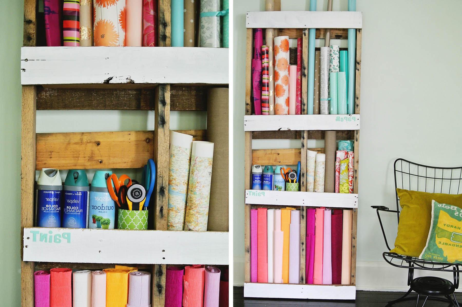 Déco avec palette: bibliothèque DIY.
