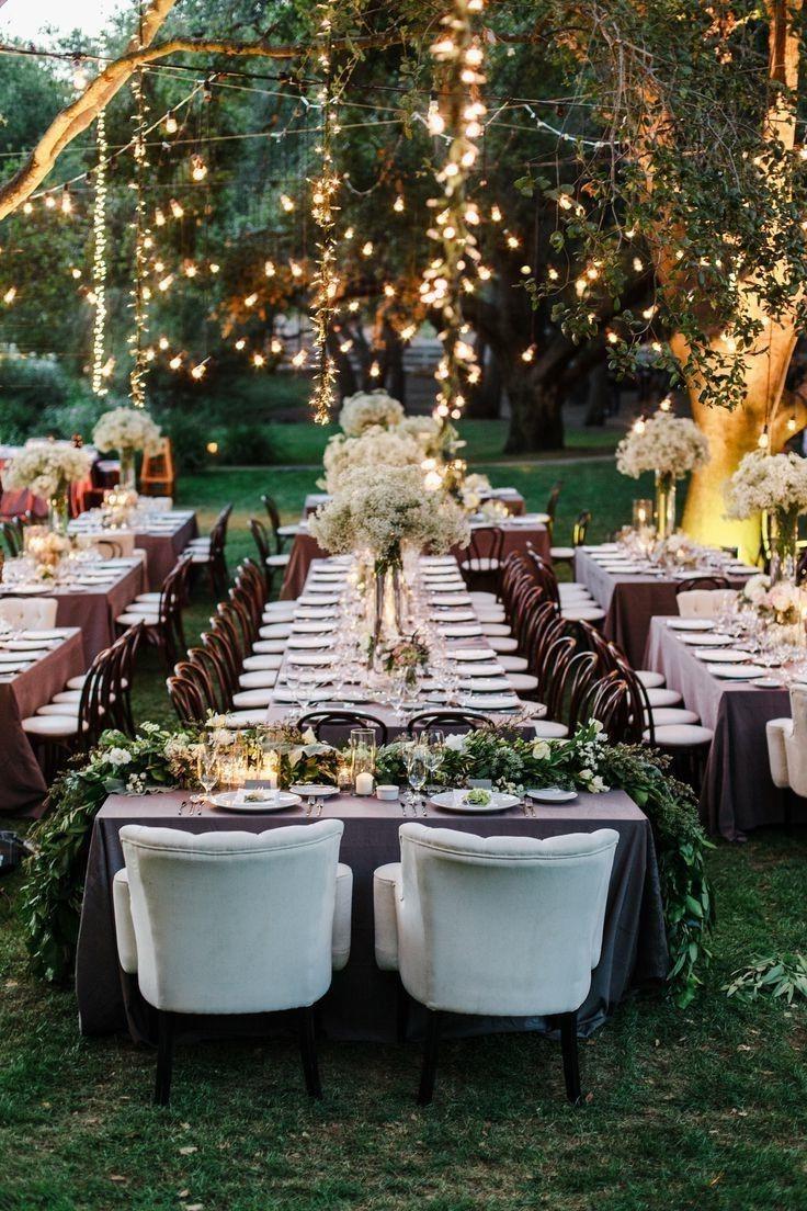 Réception de mariage en plein air.