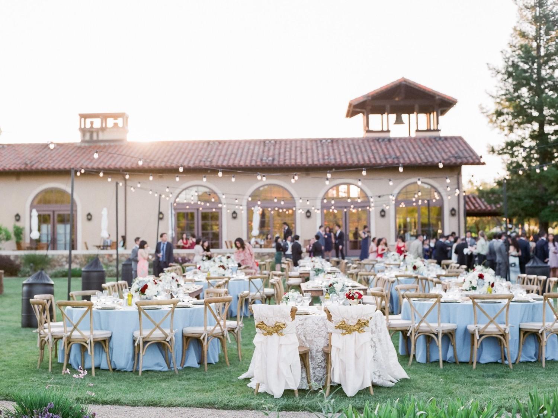 Magnifique réception de mariage en plein air.