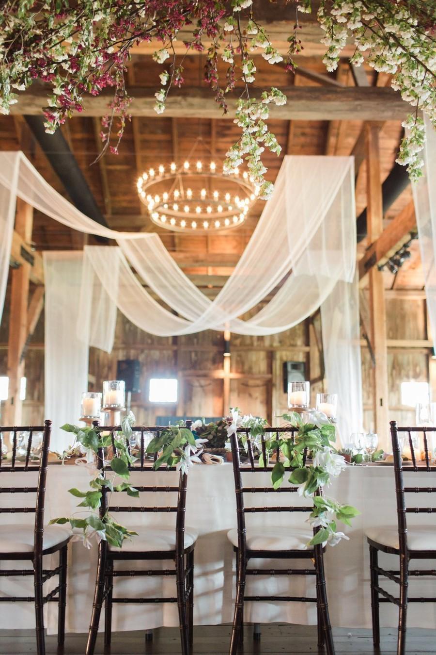Avec WeddingWire, les couples peuvent lire plus de 3 millions d'avis de fournisseurs et rechercher, comparer et réserver à partir d'une base de données de plus de 400 000 entreprises.