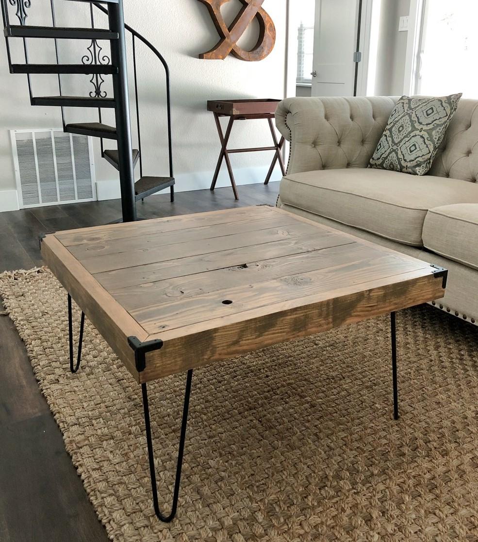 Table basse en bois recyclé.