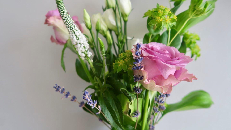 Donnez-lui un bouquet de ses fleurs préférées.