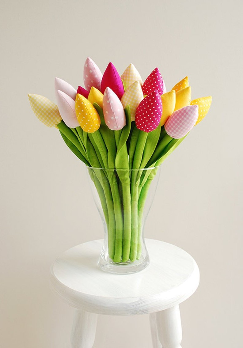 Bouquet de tulipes en tissu.