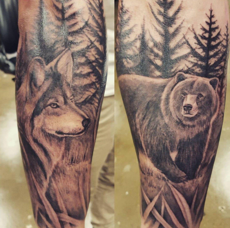 Le tatouage ours symbolise la protection.