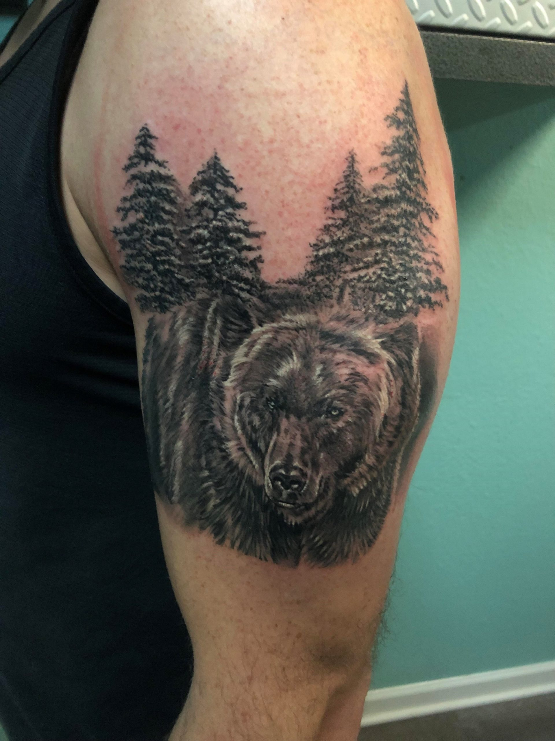 Tatouage d'ours: L'énergie de cet animal est également appelée à calmer les âmes anxieuses.