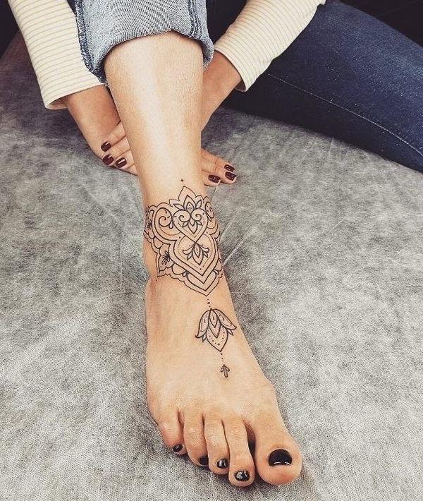 Tatouage lotus élégant.
