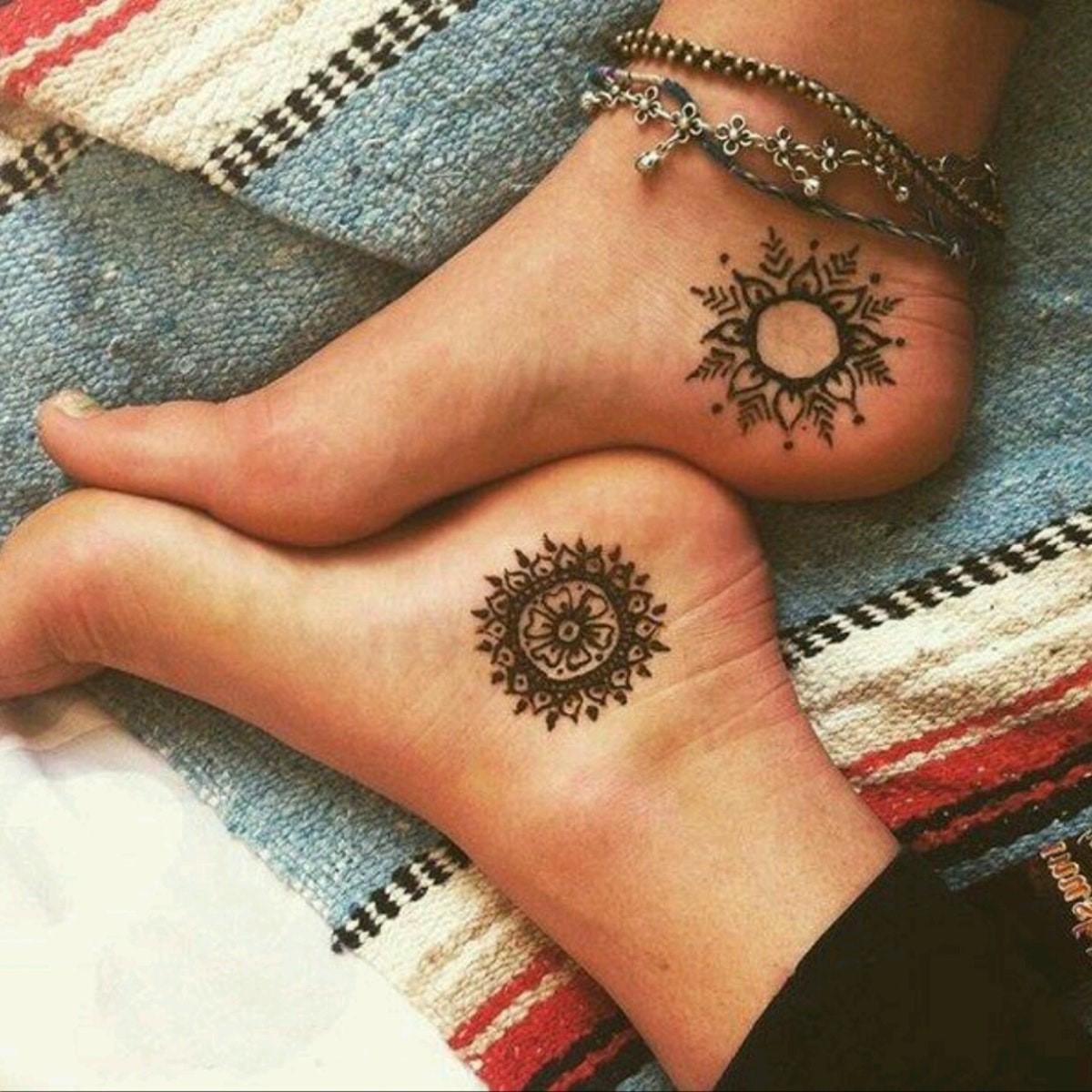 Voici les choses que vous devez savoir avant de vous faire tatouer le pied ou la cheville.