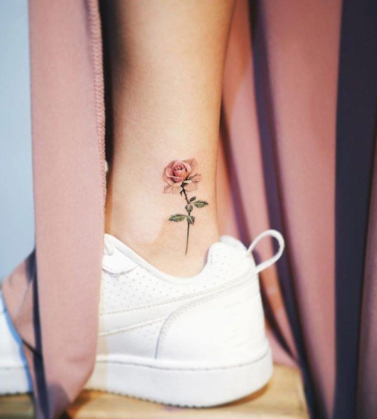 Tatouage rose élétant.