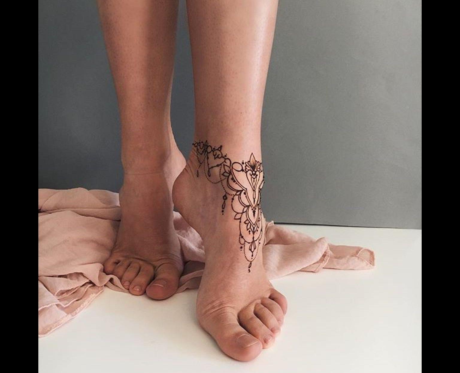 Tatouage sur le pied.