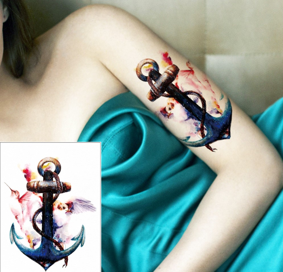 Comme pour les marins, le tatouage ancre est un moyen d'exprimer votre stabilité, ou la stabilité que vous apporte un être cher.