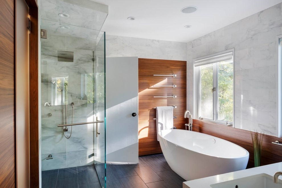Cabine de douche zen: faites confiance à la lumière du jour.