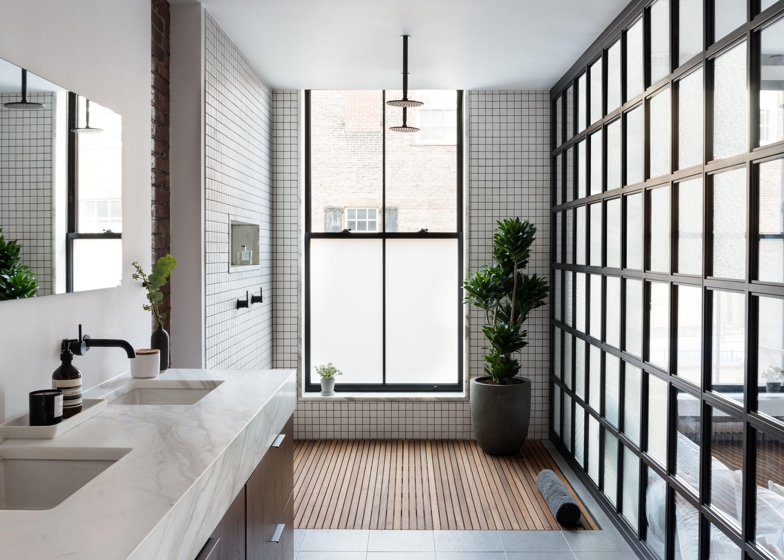 Salle de bains noir et blanc.