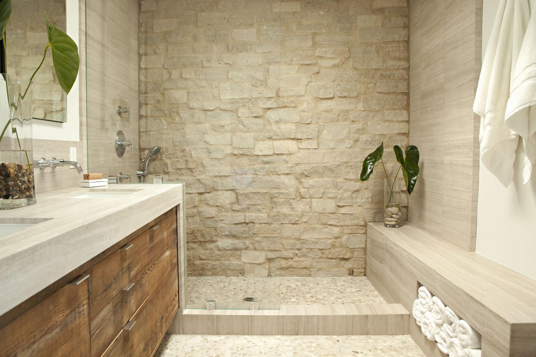 Cabine de douche zen en pierre.