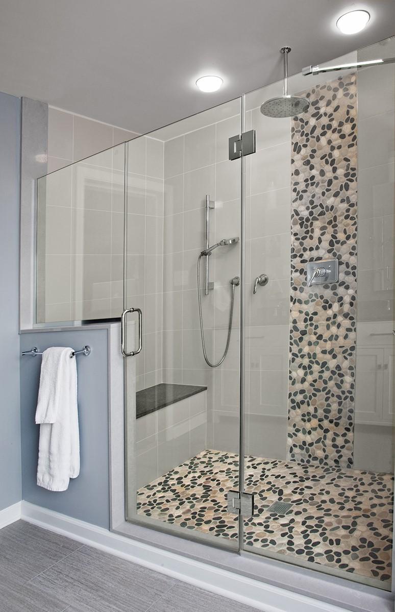 Installez des armoires intégrées qui disparaissent dans les murs correspondants.