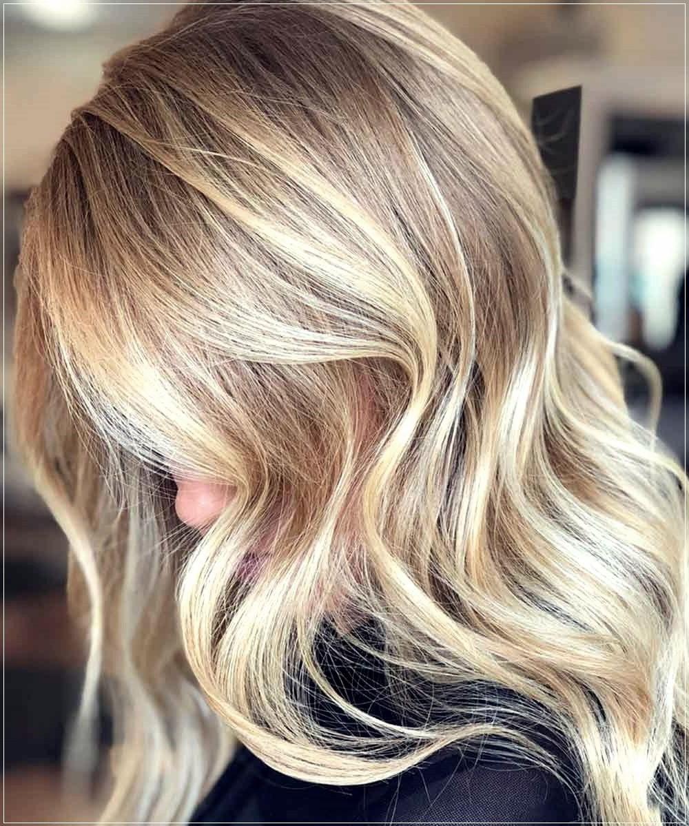 Les mèches blondes sont un choix très courant pour l'été.