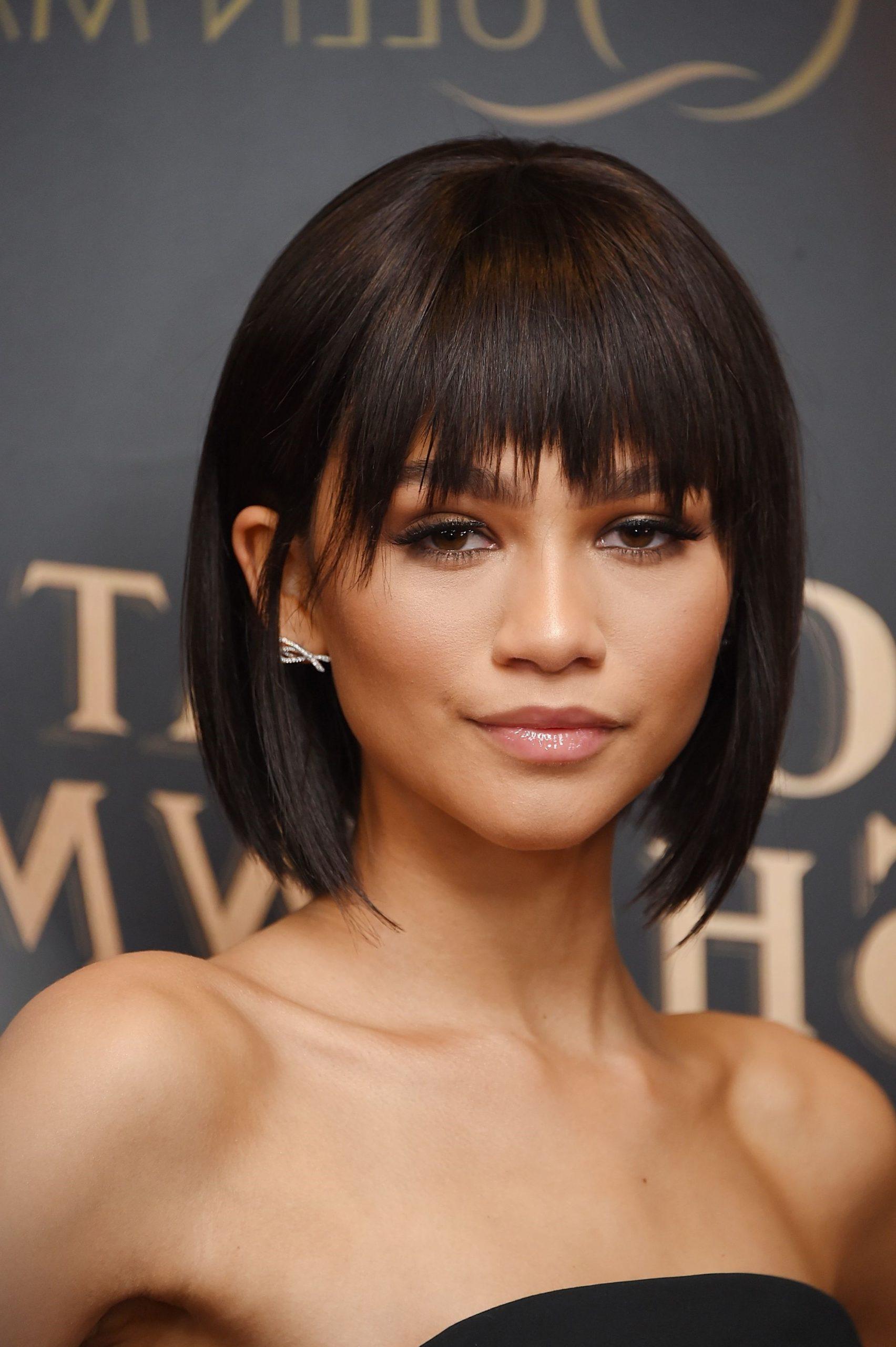 La chanteuse et actrice Zendaya portant une perruque bob.