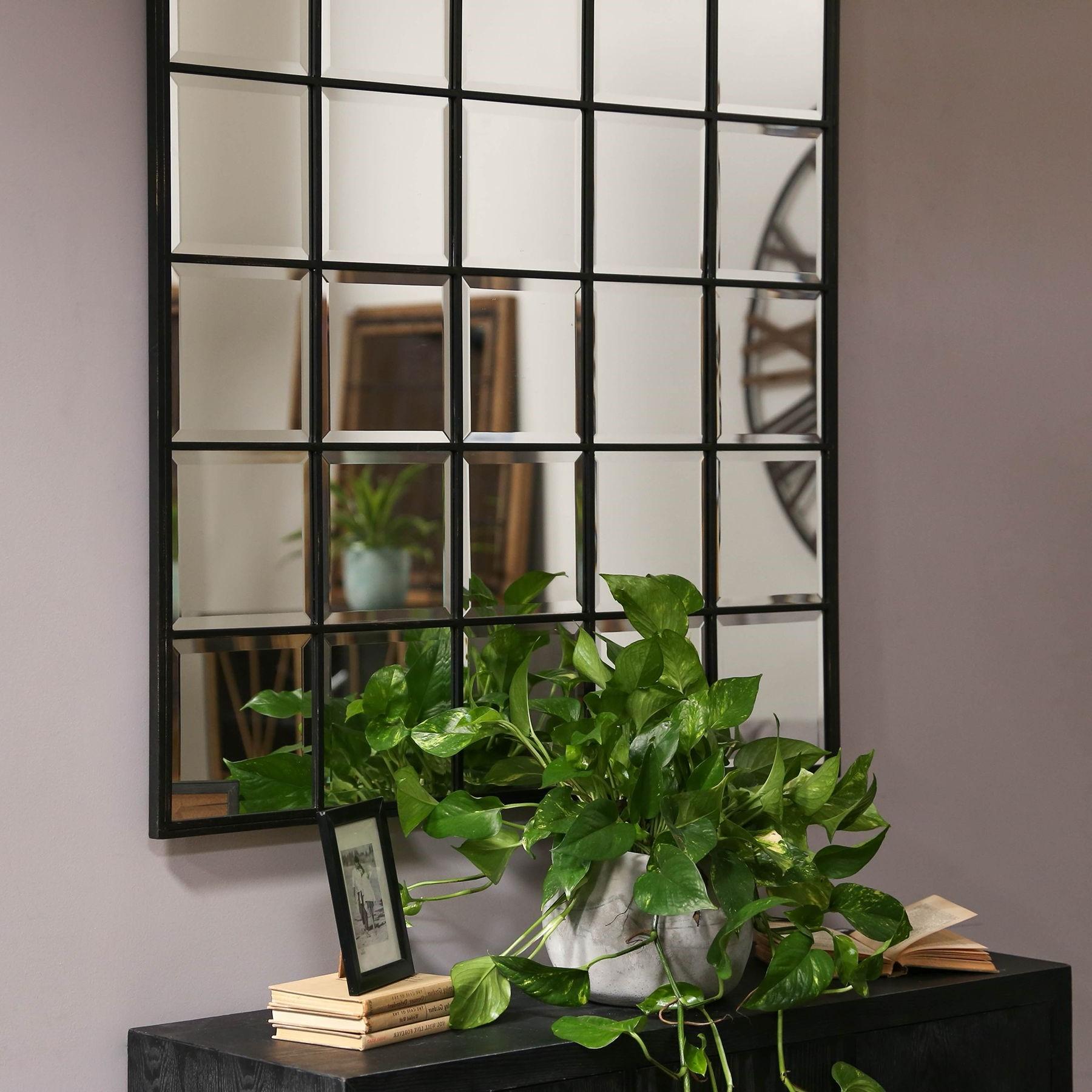 Miroir composé de petits carrés.